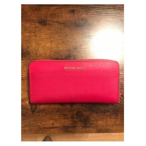 Michael Kors Handbags - | Michael Kors Wallet |